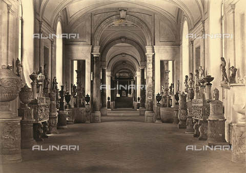 FVQ-F-034477-0000 - Sculpture gallery inside teh Chiaramonti Museum, Vatican Museums, Vatican CityV - Data dello scatto: 1865 ca. - Archivi Alinari, Firenze