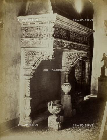 FVQ-F-034981-0000 - Fireplace, marble, Tullio Lombardo (1455-1532) and Antonio Lombardo (1458-1516), Sala degli Scarlatti, Palazzo Ducale, Venice - Data dello scatto: 1865-1875 - Archivi Alinari, Firenze