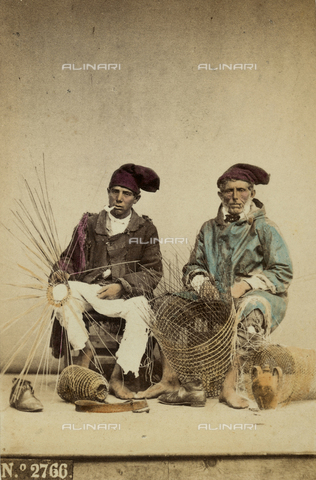 FVQ-F-036107-0000 - Straw-weavers. Naples - Data dello scatto: 1865 ca. - Archivi Alinari, Firenze