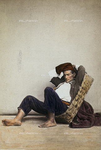 "FVQ-F-036114-0000 - ""Lazzarone"" (Neapolitan homeless beggar). Naples - Data dello scatto: 1865 ca. - Archivi Alinari, Firenze"