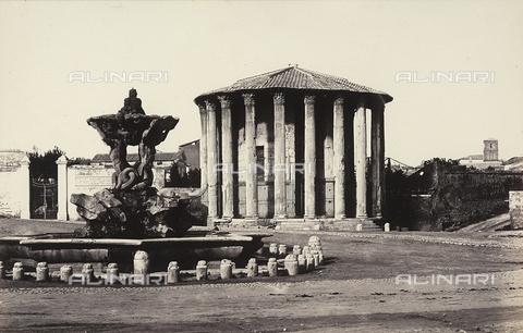 FVQ-F-036366-0000 - Il tempio di Vesta e la fontana dei Tritoni nel Foro Boario, a Roma - Data dello scatto: 1865 ca. - Raccolte Museali Fratelli Alinari (RMFA), Firenze