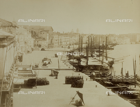 FVQ-F-037787-0000 - View of the bank of the Schiavoni from the balcony of Palazzo Ducale in Venice - Data dello scatto: 1865-1875 - Archivi Alinari, Firenze