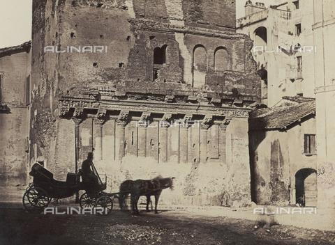 FVQ-F-040139-0000 - The remains of the de' Rienzi House in Rome - Data dello scatto: 1862 ca. - Archivi Alinari, Firenze