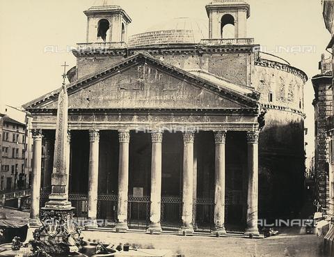 FVQ-F-040180-0000 - La facciata del Pantheon e l'obelisco di Ramses II in Piazza della Rotonda a Roma - Data dello scatto: 1870 ca. - Raccolte Museali Fratelli Alinari (RMFA), Firenze