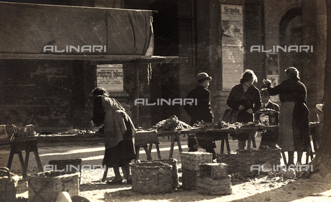 FVQ-F-040431-0000 - Market - Date of photography: 1931 - Fratelli Alinari Museum Collections, Florence
