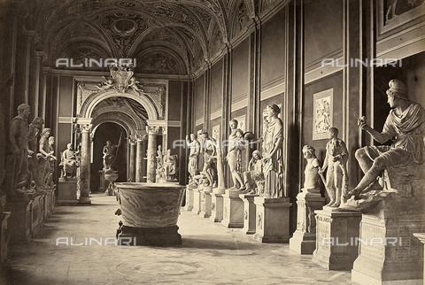 FVQ-F-042362-0000 - La Galleria delle Statue nel Museo Pio-Clementino in Vaticano - Data dello scatto: 1860 ca. - Raccolte Museali Fratelli Alinari (RMFA), Firenze