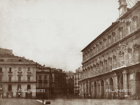 FVQ-F-045034-0000 - Scorcio del maestoso Palazzo Reale, a Napoli, prospettante su Piazza Plebiscito - Data dello scatto: 1845 - 1846 ca. - Archivi Alinari, Firenze