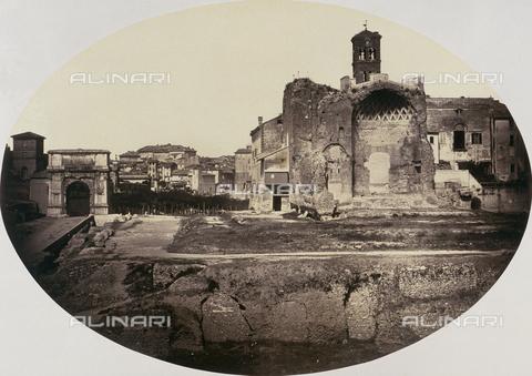 FVQ-F-045039-0000 - Il Tempio di Venere e Roma nel Foro Romano fotografato dal Colosseo. Sulla sinistra l'Arco di Tito - Data dello scatto: 1860 ca. - Raccolte Museali Fratelli Alinari (RMFA), Firenze