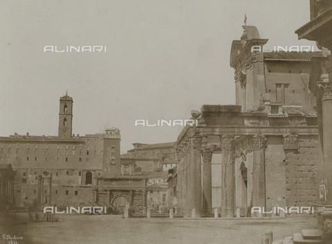 FVQ-F-045069-0000 - Veduta del tempio di Antonino e Faustina nel Foro Romano, Roma - Data dello scatto: 1851 ca. - Archivi Alinari, Firenze