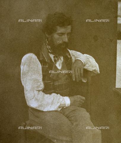 FVQ-F-045076-0000 - Ritratto a tre quarti di figura di uomo seduto. L'effigiato ha lo sguardo rivolto verso il basso - Data dello scatto: 1850 - 1851 - Archivi Alinari, Firenze