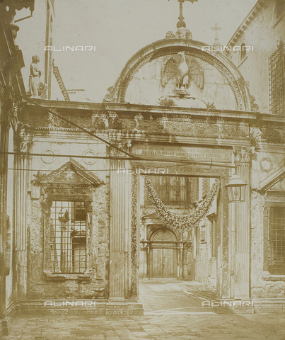 FVQ-F-045317-0000 - The marble screen for the entrance to the Scuola Grande di San Giovanni Evangelista in Venice, realized by Pietro Lombardo (1434-1515) - Data dello scatto: 1855 ca. - Archivi Alinari, Firenze