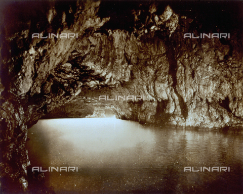 FVQ-F-045741-0000 - L'interno di una grotta - Data dello scatto: 1935 - Archivi Alinari, Firenze
