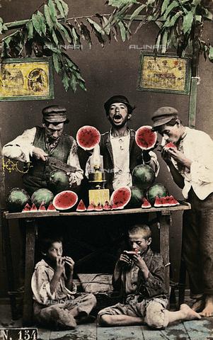 FVQ-F-051140-0000 - Napoli. Venditori di angurie - Data dello scatto: 1865 ca. - Archivi Alinari, Firenze