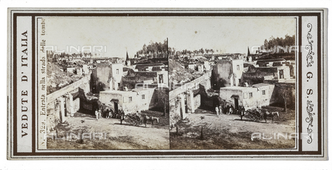 FVQ-F-057787-0000 - Entrance to the tomb street, Pompeii. Stereoscopic image - Data dello scatto: 1880-1890 - Archivi Alinari, Firenze