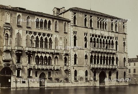 FVQ-F-062572-0000 - Veduta di Palazzo Giustinian e di Ca' Foscari a Venezia - Data dello scatto: 1860-1870 - Raccolte Museali Fratelli Alinari (RMFA), Firenze