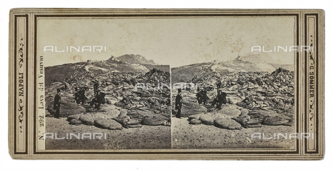 FVQ-F-062956-0000 - Group of people on volcanic magma solidified after the eruption of the Vesuvius of 1872. Stereoscopic image - Data dello scatto: 1880-1890 - Archivi Alinari, Firenze
