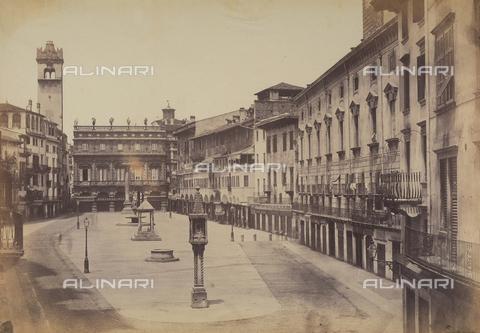 FVQ-F-065174-0000 - View of Piazza delle Erbe in Verona - Data dello scatto: 1855-1858 ca. - Archivi Alinari, Firenze