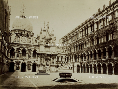 FVQ-F-069212-0000 - View of the courtyard of Palazzo Ducale in Venice, with the façade of the Clock - Data dello scatto: 1865-1875 - Archivi Alinari, Firenze