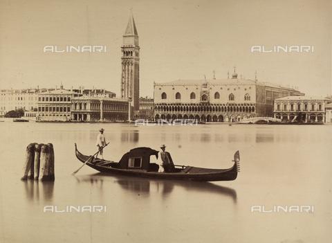 FVQ-F-069216-0000 - View of the Piazzetta with gondola near Isola di S.Giorgio Maggiore - Data dello scatto: 1860 ca. - Archivi Alinari, Firenze