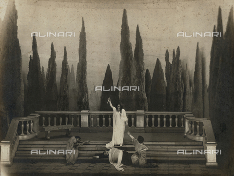 """FVQ-F-073386-0000 - Last scene from """"Iron"""" by Gabriele D'Annunzio at the Teatro Manzoni in Milan - Date of photography: 1930 ca. - Fratelli Alinari Museum Collections, Florence"""