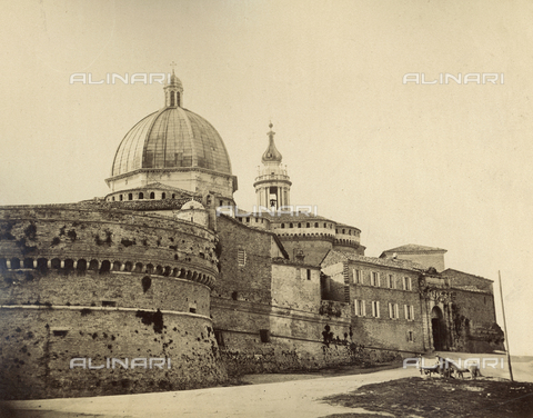 FVQ-F-075046-0000 - View of Loreto with the walls and the dome of the Sanctuary of the Holy House - Date of photography: 1880-1890 - Fratelli Alinari Museum Collections, Florence
