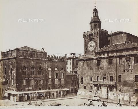 FVQ-F-077382-0000 - Palazzo d'Accursio with the Clock Tower, Piazza Maggiore, Bologna - Data dello scatto: 1870-1880 - Archivi Alinari, Firenze