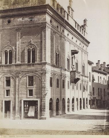 FVQ-F-077383-0000 - Palazzo Malaguti formerly Palazzo dei Drappieri or Strazzaroli - Data dello scatto: 1870-1880 - Archivi Alinari, Firenze