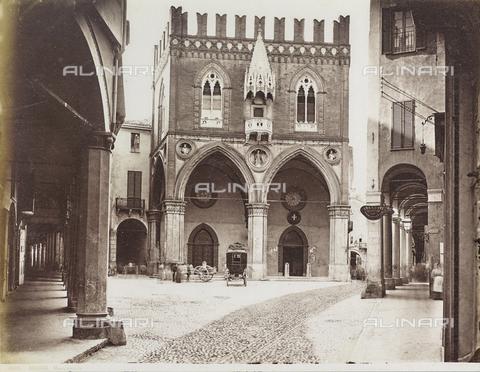 FVQ-F-077390-0000 - The Palazzo della Mercanzia in Bologna, called Loggia dei Mercanti or Palazzo del Carrobbio, Bologna - Data dello scatto: 1870-1880 - Archivi Alinari, Firenze
