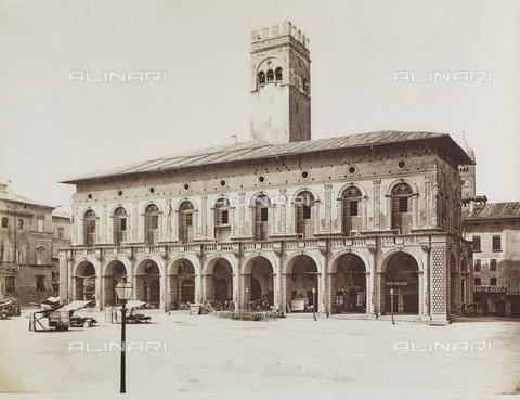 FVQ-F-077392-0000 - Palazzo Podestà, Piazza Maggiore, Bologna - Data dello scatto: 1870-1880 - Archivi Alinari, Firenze