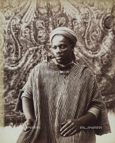 FVQ-F-078376-0000 - Tunis.  Mulatto in traditional costume. - Data dello scatto: 1890 ca. - Archivi Alinari, Firenze