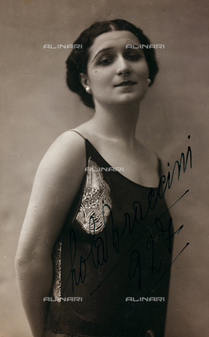 FVQ-F-081961-0000 - Portrait of the Italian actress Lola Braccini (1889-1969), postcard - Date of photography: 1927 - Fratelli Alinari Museum Collections, Florence