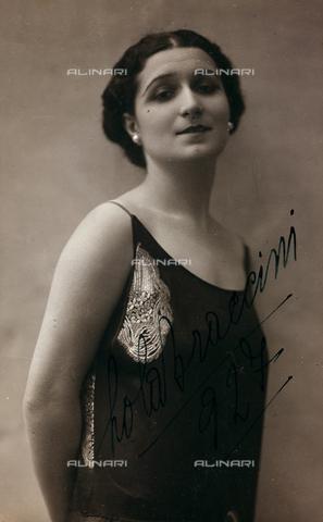 FVQ-F-081961-0000 - Portrait of the Italian actress Lola Braccini (1889-1969), postcard - Data dello scatto: 1927 - Archivi Alinari, Firenze