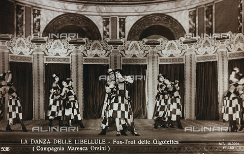 """FVQ-F-081988-0000 - Actors on stage during the performance of """"La Danza delle Libellule"""" (Fox-Trot of Gigolettes), Orsini Maresca Company; postcard - Date of photography: 1923-1926 - Fratelli Alinari Museum Collections, Florence"""