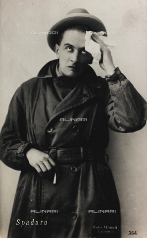 FVQ-F-082048-0000 - Ritratto del cantante e attore italiano Odoardo Spadaro (1893-1965); cartolina - Data dello scatto: 1915-1925 - Raccolte Museali Fratelli Alinari (RMFA), Firenze