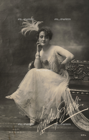 FVQ-F-082063-0000 - Portrait of the Italian actress Lyda Borelli (1887-1959); postcard - Date of photography: 1910-1918 - Fratelli Alinari Museum Collections, Florence