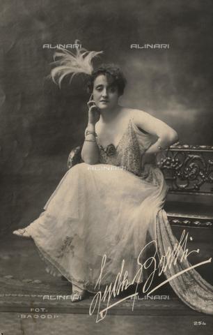 FVQ-F-082063-0000 - Portrait of the Italian actress Lyda Borelli (1887-1959); postcard - Data dello scatto: 1910-1918 - Archivi Alinari, Firenze