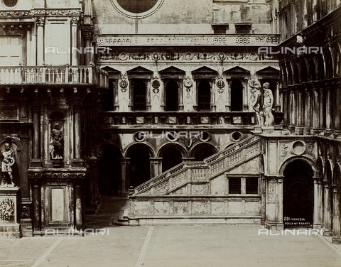FVQ-F-084509-0000 - View of the courtyard of the Palazzo Ducale in Venice with the Scala dei Giganti - Data dello scatto: 1865-1875 - Archivi Alinari, Firenze
