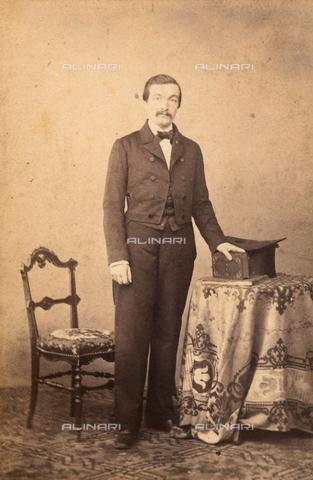 FVQ-F-087027-0000 - Ritratto maschile a figura intera - Data dello scatto: 1865 ca. - Archivi Alinari, Firenze