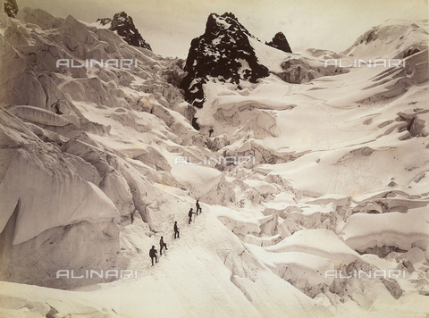 FVQ-F-088980-0000 - Some alpinists climbing Les Grands Mulets