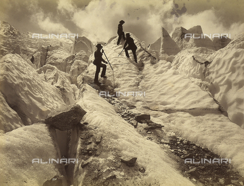 FVQ-F-088982-0000 - Alpinists climb the Grands-Mulets