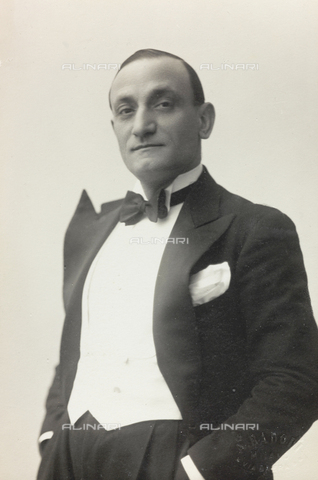 """FVQ-F-089185-0000 - Portrait of a man; the support contains the indication """"Renato Turchi"""" - Date of photography: 1930-1940 - Fratelli Alinari Museum Collections, Florence"""