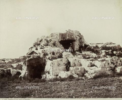 FVQ-F-091356-0000 - Archimede's tomb, Syracuse - Data dello scatto: 1865 - Archivi Alinari, Firenze