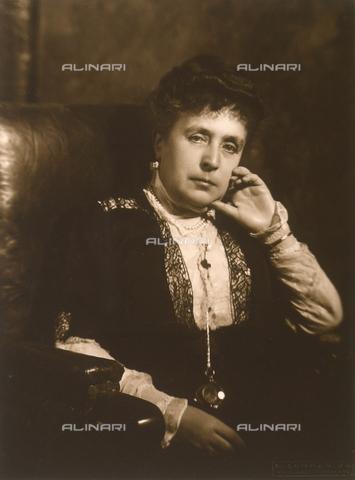 FVQ-F-107302-0000 - Ritratto di signora - Data dello scatto: 1905 - 1910 - Archivi Alinari, Firenze