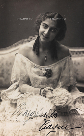 FVQ-F-116563-0000 - Portrait of the Italian actress Margherita Bagni, postcard - Date of photography: 1920-1925 - Fratelli Alinari Museum Collections, Florence
