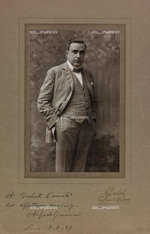 FVQ-F-116588-0000 - Portrait with dedication and autograph of Alfredo Cuscinà (1881-1955), Italian musician - Data dello scatto: 1927 - Archivi Alinari, Firenze