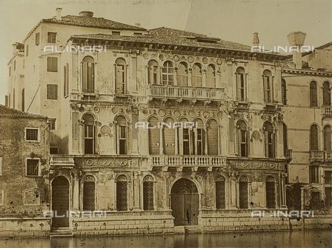FVQ-F-118378-0000 - Palazzo Contarini Dal Zaffo, noto anche come Palazzo Contarini Polignac, Venezia - Data dello scatto: 1860-1870 - Raccolte Museali Fratelli Alinari (RMFA), Firenze