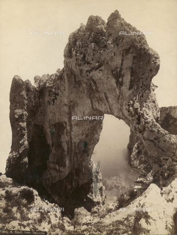 "FVQ-F-119068-0000 - ""Natural arch"", Capri - Data dello scatto: 1870-1880 - Archivi Alinari, Firenze"