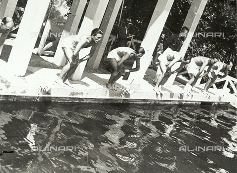 FVQ-F-119106-0000 - Swimmers ready for diving, during a swimming race