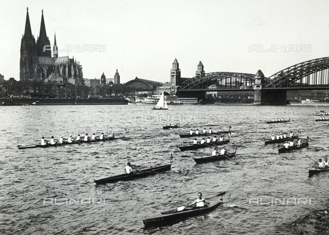 FVQ-F-119117-0000 - Boat race