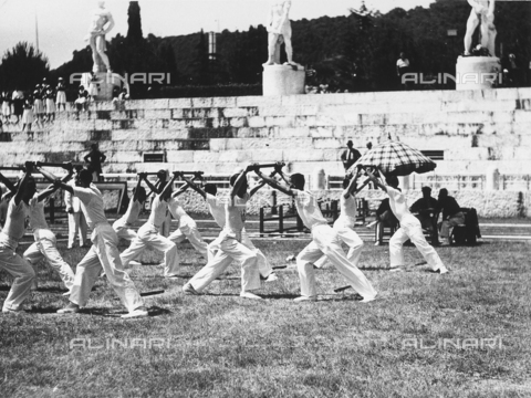 FVQ-F-119122-0000 - Athletes of the Fascist Academy take excercise in a gymnastic display at the Foro Mussolini